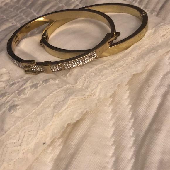 1 Set of gold bangles
